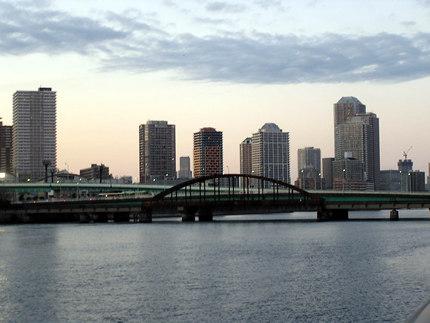 豊洲から見た鉄道橋