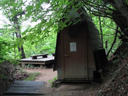 三塩軌道跡のトイレ