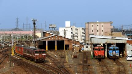 JR高岡駅