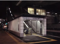 舎人ライナー駅
