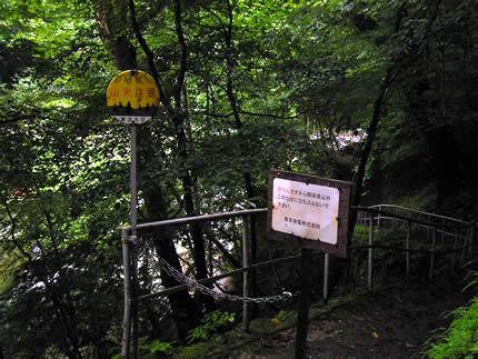 入川・ダム入口