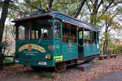 多摩動物公園の廃バス