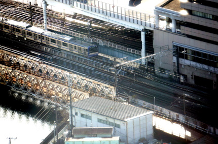 横浜スカイビルから横須賀線