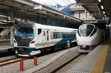 品川駅E257系リニューアル踊り号とE657系ひたち