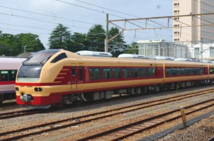 ひたちE653系の旧特急リバイバル色