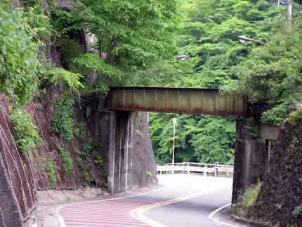 水根沢駅近く橋脚