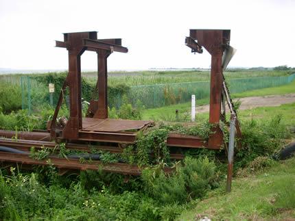 泥を出す貨車