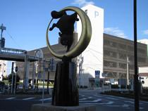 木更津駅狸の像